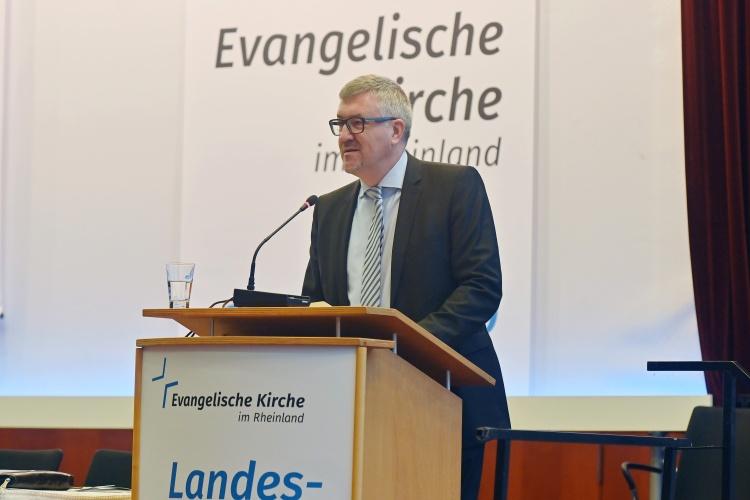 Diakonie-RWL-Vorstand Christian Heine-Göttelmann während der Andacht zur Landessynode der rheinischen Kirche.
