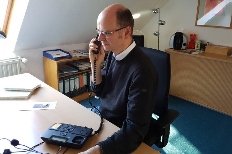 Zuhören und Nähe geben: Dirk Grajaszek leitet die TelefonSeelsorge Hochsauerland.