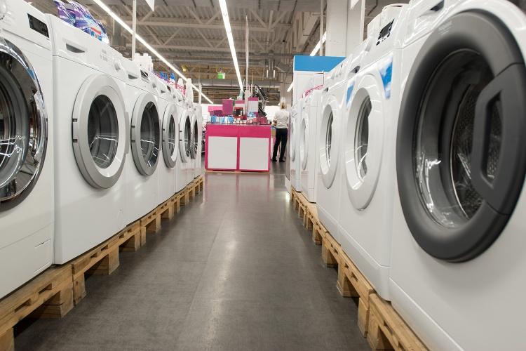 Neue Haushaltsgeräte: Mit der Haushaltsbeihilfe der Diakonie kann zum Beispiel eine neue Waschmaschine gekauft werden. (Foto: Adobe Stock)